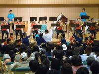 カラーガードのダンス付き(ホール).JPG